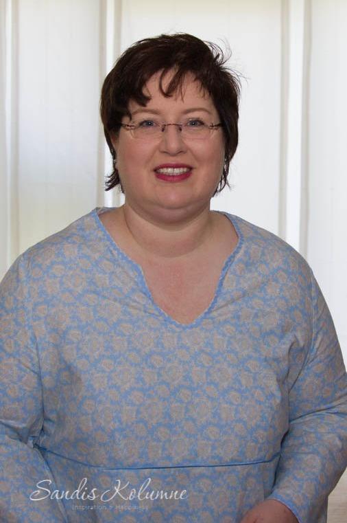 Sandra Dirks in hellblau