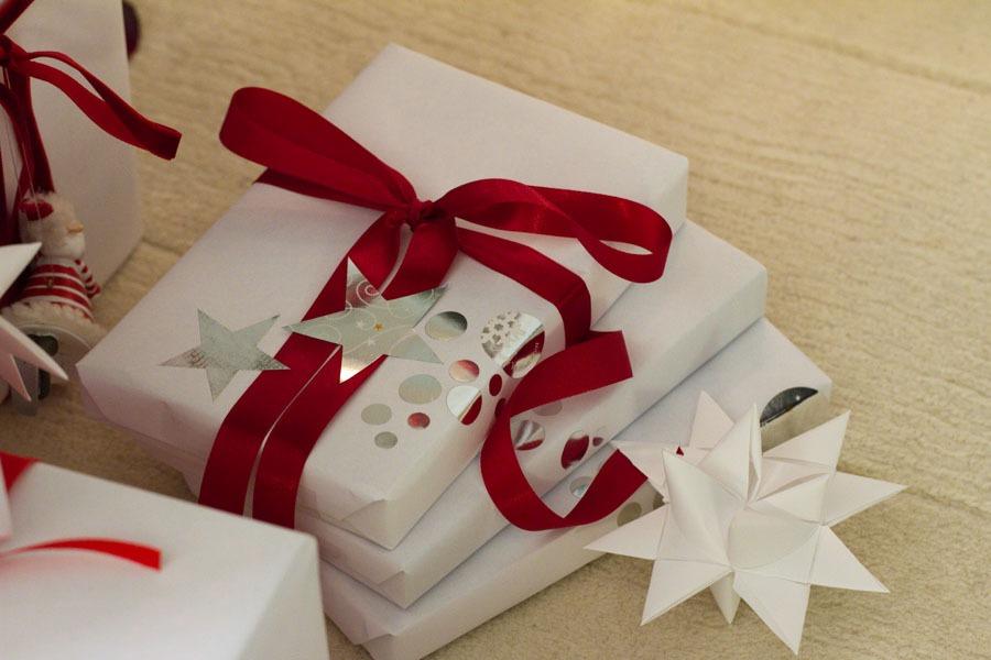 Alle Geschenke verpackt, Weihnachten kann kommen! - SanDis Kolumne