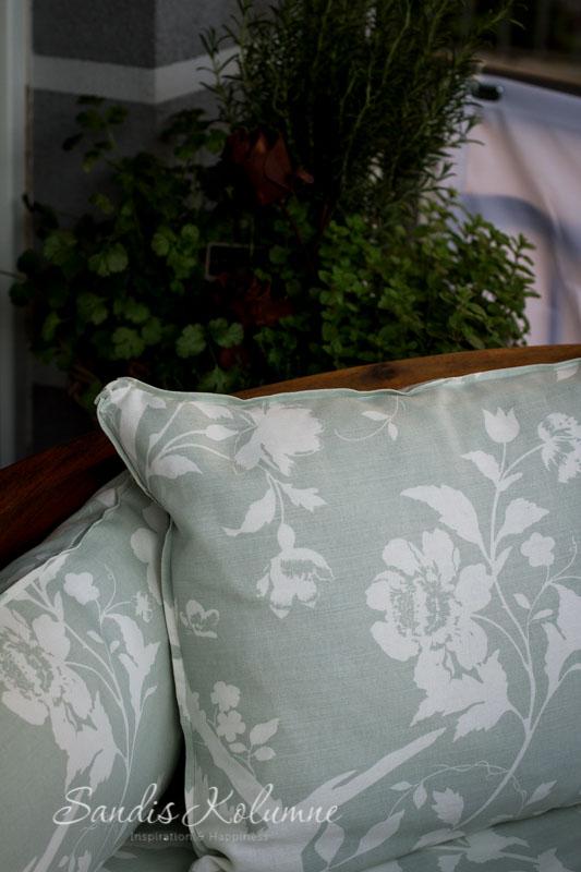 so n hst du eine auflage f r deine bananenbank auflagen f r die terrassenlounge sandis kolumne. Black Bedroom Furniture Sets. Home Design Ideas
