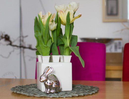 Sandra Dirks - Tulpen in Delfter Vase mit Osterhase 2