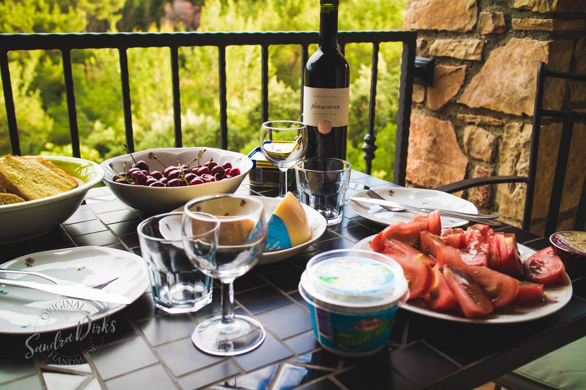 Sandra Dirks - Tisch mit Abendessen auf dem Balkon 2