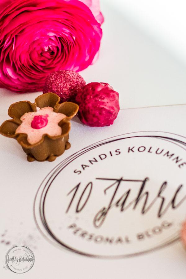 Sandra Dirks - Boggeburtstag! 10 Jahre SanDis Kolumne! Blumen und Pralinen