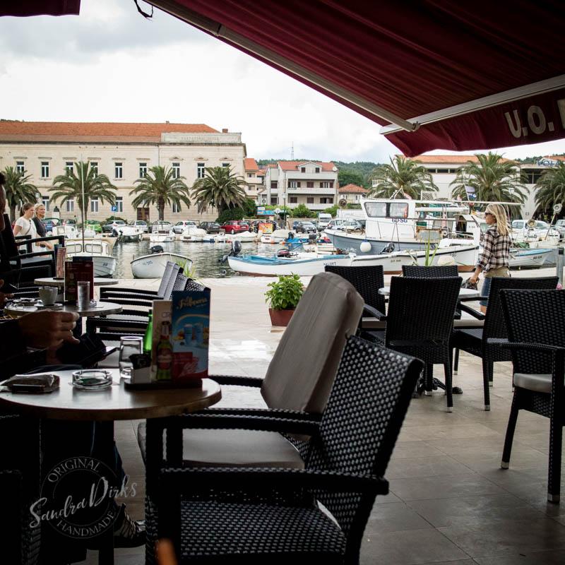 Sandra Dirks - Stari Grad Hvar im Café Ploca