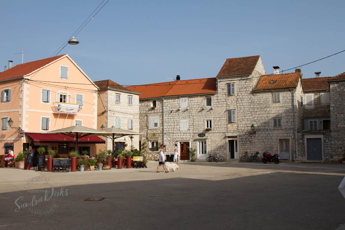 Sandra Dirks - Stari Grad Hvar Platz am Hafen