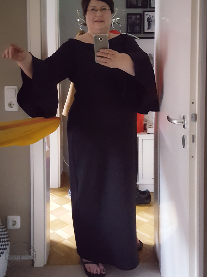 Sandra Dirks - Nach der Änderung des Kleides