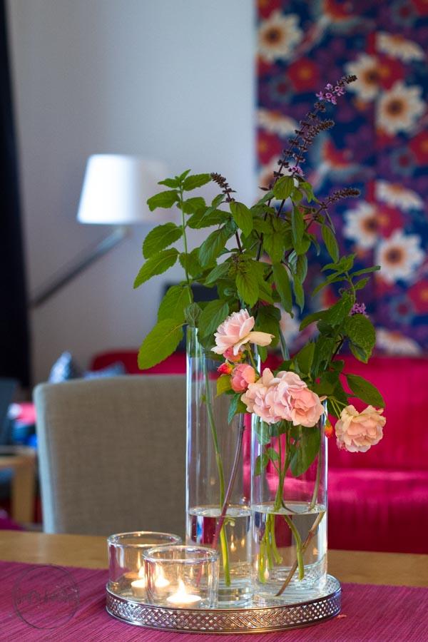 Sandra Dirks - FlowerFriday Rose an -minze und rotem Basilikum